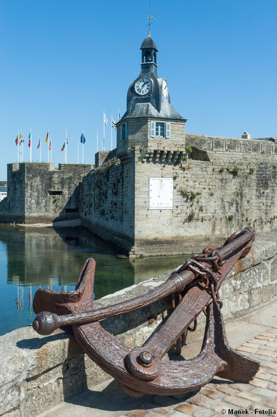 Draw bridge at the entrance of the fortified fishing village of Concarneau